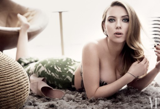 Scarlett-Johansson-photographed-in-the-Jewel-Suite-at-the-New-York-Palace-hotel.-1