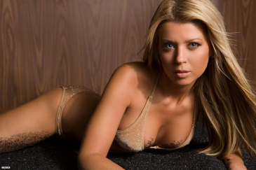 tara-reid-instagram-wallpaper-1