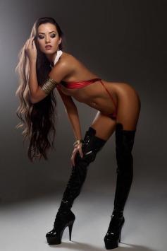 Joanie Brosas Vampirella cosplay