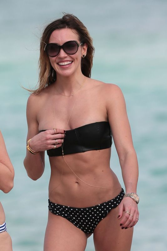katie-cassidy-in-bikini-at-a-beach-in-miami-december-2014_1