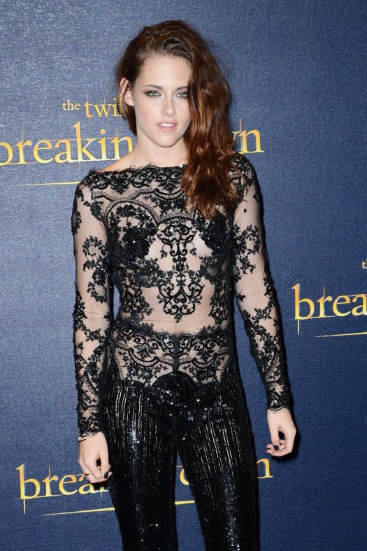 Kristen-Stewart-wore-sexy-black-lace-number-UK-premiere
