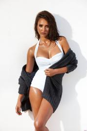Jessica Alba wet sweater