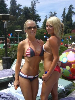sara jean underwood and girl in bikinis