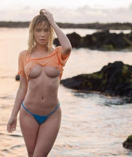 Sara-Jean-Underwood-topless-4