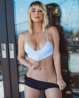Sara Jean Underwood workout