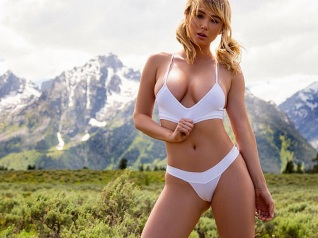 sara_jean_underwood_barely_covered_wilderness__01-b24be5aa