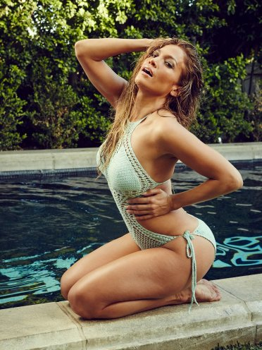 jennifer lopez pool side