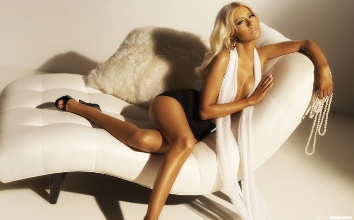 Christina-Aguilera couch
