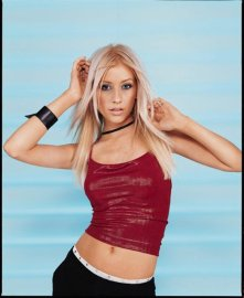 christina_aguilera_in_a_red_top_showing_tummy