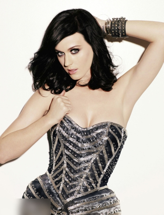 katy pery black and white