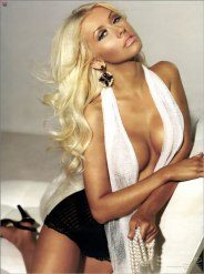 Christina-Aguilera-hot