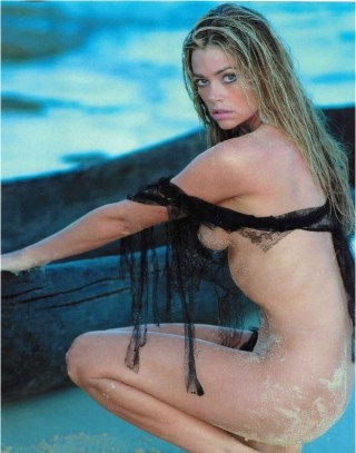 denise-richards sideboob