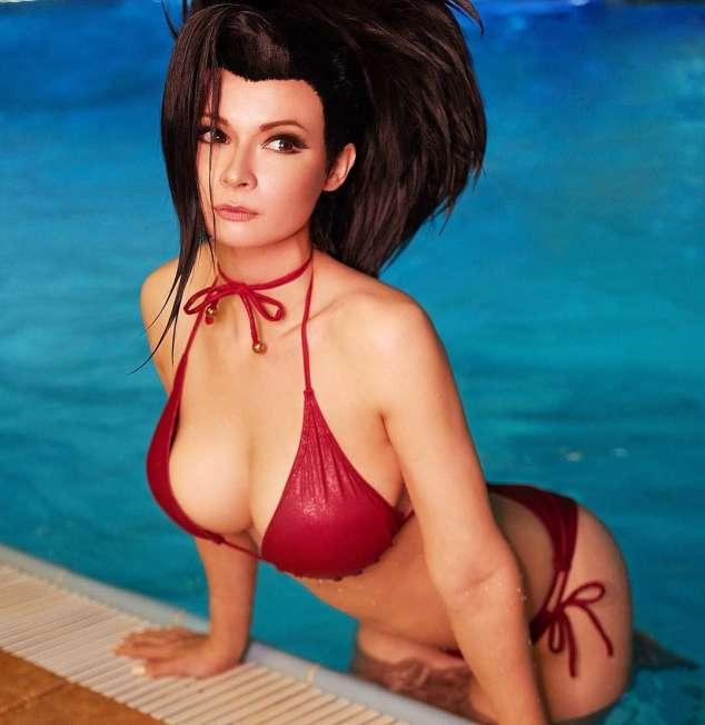 jannet vinogradova momo bent bikini