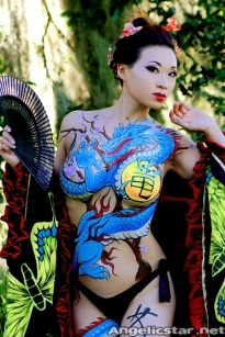 yaya han body paint