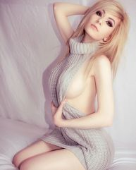 danielle beaulieu virgin killer sweater side boob