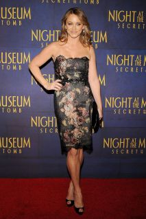 christine taylor-at-night-st-the-museum-secret-of-the-tomb-premiere-in-new-york_3