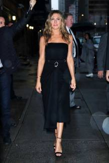 jennifer aniston-is-all-smiles-while-arriving-at-the-late-show-with-stephen-colbert-in-new-york-city-291019_4