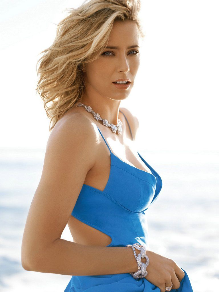 Tea Leoni blue thing